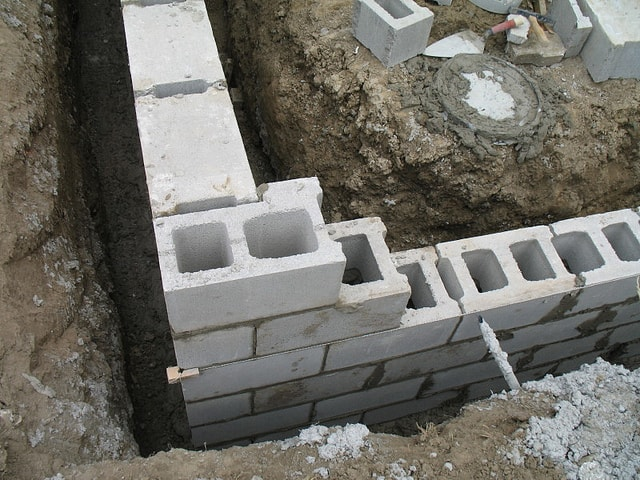 advantages and disadvantages of concrete block foundation