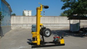 Hydraulic jack used for drilling